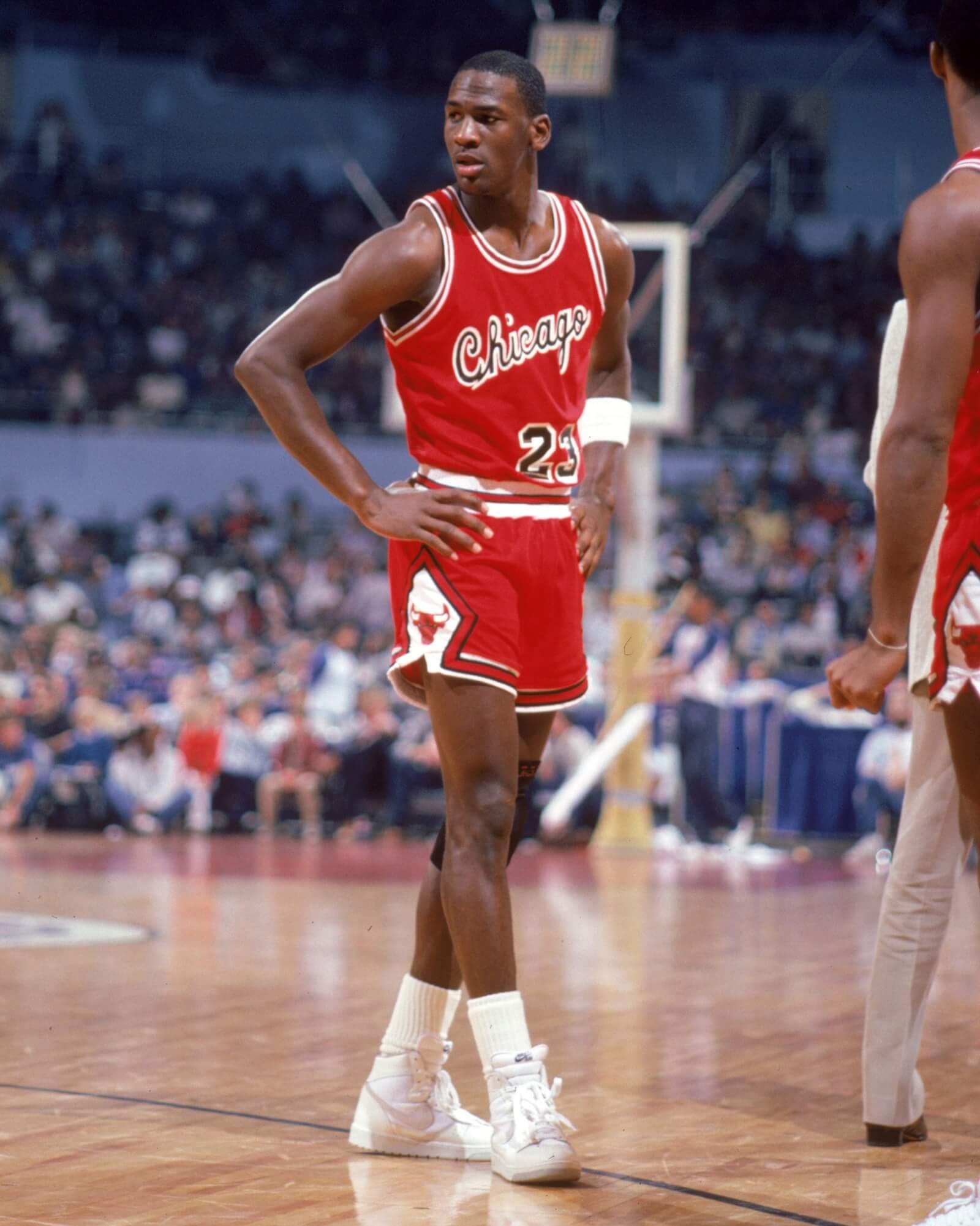 Le rookie Michael Jordan avec le maillot des Bulls de Chicago